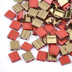 Déposer des perles de rocaille en verre opaque, 2-trou, rectangle, rouge, 5x4.5~5.5x2~2.5mm, Trou: 0.5~0.8mm(SEED-S023-18C-02C)