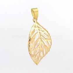 Feuilles filigrane creux pendentifs de fer, avec des perles de verre à l'intérieur, lumière dorée, 36x18x18mm, Trou: 2x4mm(IFIN-J116-03KCG)