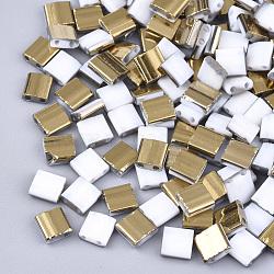 Déposer des perles de rocaille en verre opaque, 2-trou, rectangle, blanc, 5x4.5~5.5x2~2.5mm, Trou: 0.5~0.8mm(SEED-S023-18C-01C)