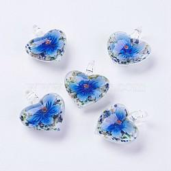 Pendentifs vernissées manuelles, fleur intérieure, Pendentifs grand trou, cœur, bleu, 38~39x31~33x15~16mm, Trou: 5mm(LAMP-J090-A05)