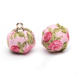 Pendentifs recouverts de tissu manuel, avec les accessoires en alliage, ronde avec des fleurs, or, rose, 16~17x13.5~14mm, Trou: 1.5mm(X-WOVE-S108-16C)
