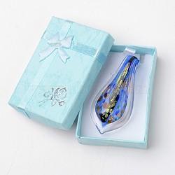 Box-emballés à la main dichroïque verre gros pendentifs, feuille lampwork pendentif avec couleur aléatoire boîte de collier en carton exquis, bleu, 57~60x27~30mm, Trou: 7~10mm(DICH-X047-01)