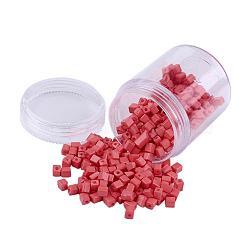 Perles de rocaille en verre de couleurs opaques, trou rond, cube, corail clair, 3~7x3x3mm, trou: 0.5 mm; environ 400 / boîte(SEED-JP0002-A14)