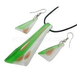 Ensembles de bijoux faits à la main en verre argenté, pendentifs et boucles d'oreilles pendentif, avec du sable d'or, verte, 67x24mm, trou: 9 mm; 24x14, Trou: 1.5mm(X-SLNE034-2A)
