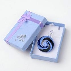 Main dichroïques pendentifs en verre de boîte emballée, un demi-rond pendentif murano avec couleur aléatoire boîte de collier en carton exquis, cornflowerblue, 29~31x11.5~12.5mm, Trou: 5~7mm(DICH-X039-01)