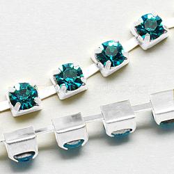 Chaînes en laiton avec strass, chaîne de tasse de rhinestone, 1440 pcs strass / bundle, Grade a, de couleur métal argent, zircon bleu, 2.6mm, 6.5 m / bundle(CHC-S10-03S)