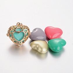 pendentifs cage en laiton, carillon boule, coeur creux, avec couleur aléatoire pas de trou de pulvérisation peint perles en laiton, cadmium et nickel et sans plomb, or, 30.5x31x17 mm, trou: 9.5x4 mm(KK-M177-02G-NR)