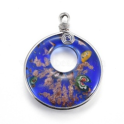 Grands pendentifs vernissés de sable d'or manuels, avec les accessoires en laiton de tonalité de platine, plat rond, bleu royal, 68.5~69x53.5x8~8.5mm, Trou: 5x7mm(PALLOY-L075-01A)