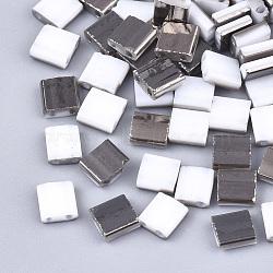 Déposer des perles de rocaille en verre opaque, 2-trou, rectangle, blanc, 5x4.5~5.5x2~2.5mm, Trou: 0.5~0.8mm(SEED-S023-18C-01B)