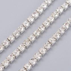 laiton strass chaînes de strass, strass chaînes de tasse, plaqué argent, cristal, 3x3x3 mm; 1 m / brin(CHC-XCP0004-07)
