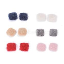 cabochons recouverts de fausse fourrure, avec des conclusions d'alliage plaqué couleur argent, carré, couleur mélangée, 13x13x5 mm; 4 pcs / couleur, 24 PCs / ensemble(WOVE-X0001-19)